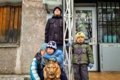 «В войну мы родили сына и поставили новые окна». Как семья из Горловки 5 лет выживала под обстрелами