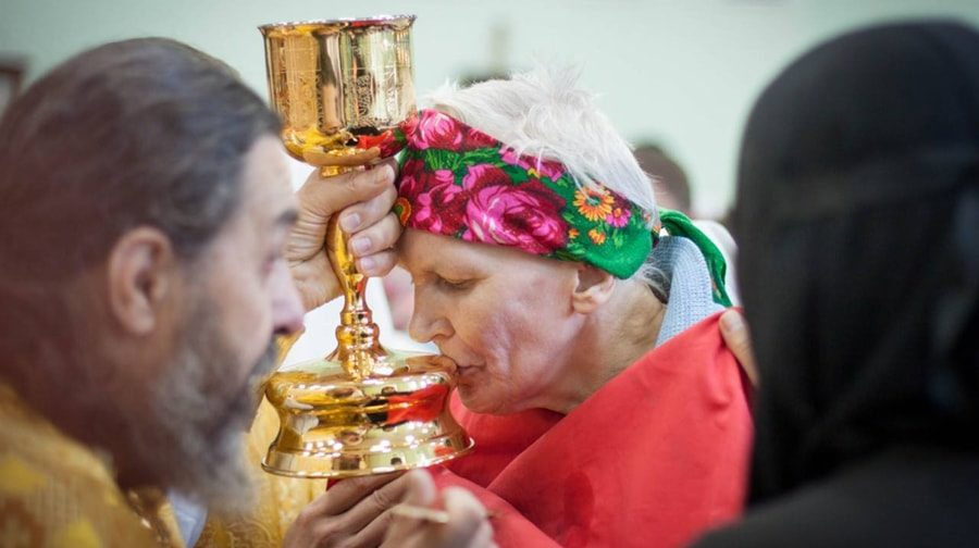 «Они подходят ко Христу и должны изобразить какой-то театр». Почему из Церкви уходят те, кто давно и искренне верит