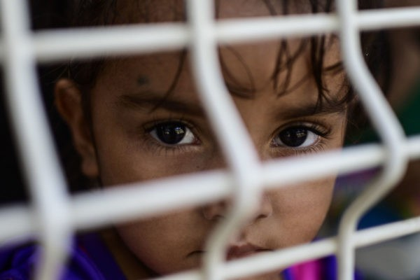 «Я родилась в тюрьме – это не место для ребенка». Выжившая в лагере борется против тюрем для детей-мигрантов