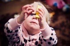 Не заполняйте детскую игрушками. Когда у ребенка их мало, он развивает воображение