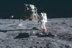 Первые на Луне. И первая трапеза там была посвящена Христу