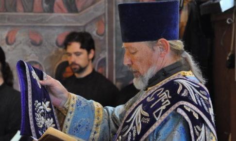 «Я был воспитан на святой Руси». Старейший протодиакон США — о жизни в бараках, жвачке, крещении будущего футболиста и двух поездках на родину