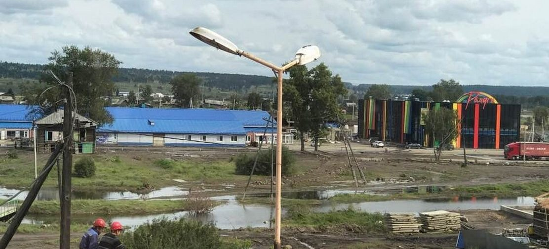 Вода не ушла, дома разрушены, а впереди — зима. Что происходит в подтопленной Иркутской области
