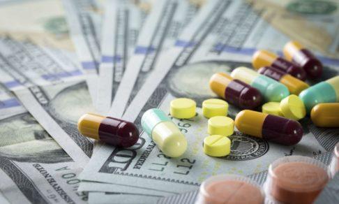 """""""Дело государства"""". Почему сенаторы не понимают, как устроен механизм закупки незарегистрированных лекарств"""