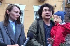 У следствия нет претензий к супругам, пришедшим с ребенком на митинг в Москве