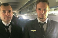 Президент присвоил звания Героев России пилотам, посадившим самолет на поле в Подмосковье