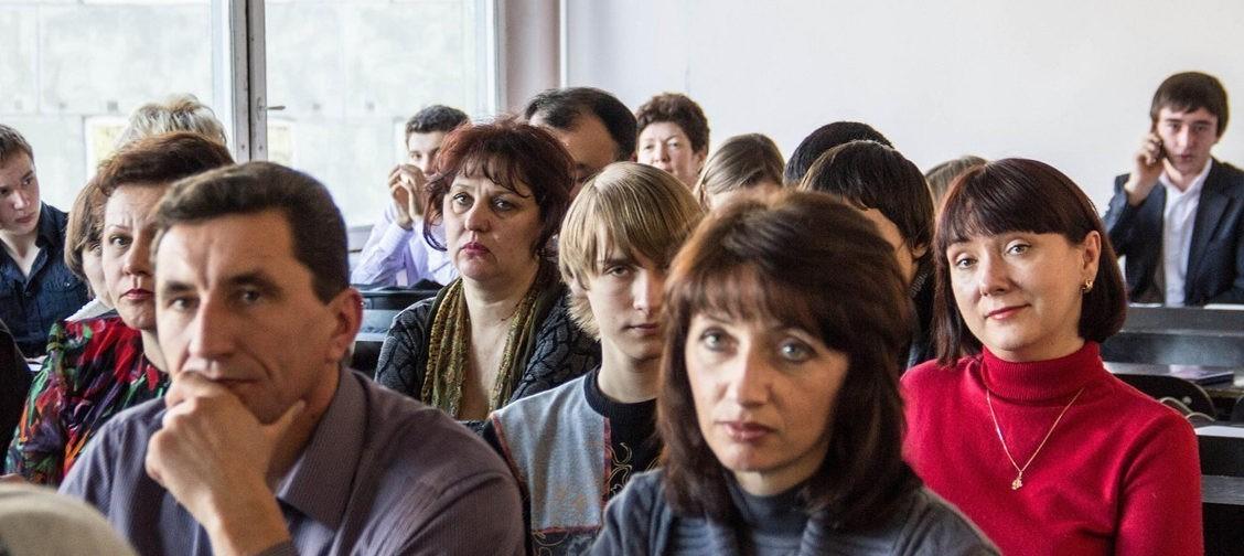 «А теперь можете приобрести шкафы». С чего начинается учебный год в типичной российской школе