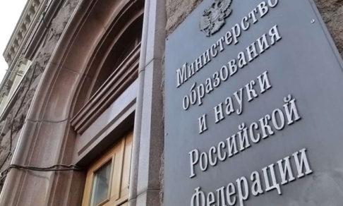 Российских ученых обязали встречаться с иностранными коллегами только по двое