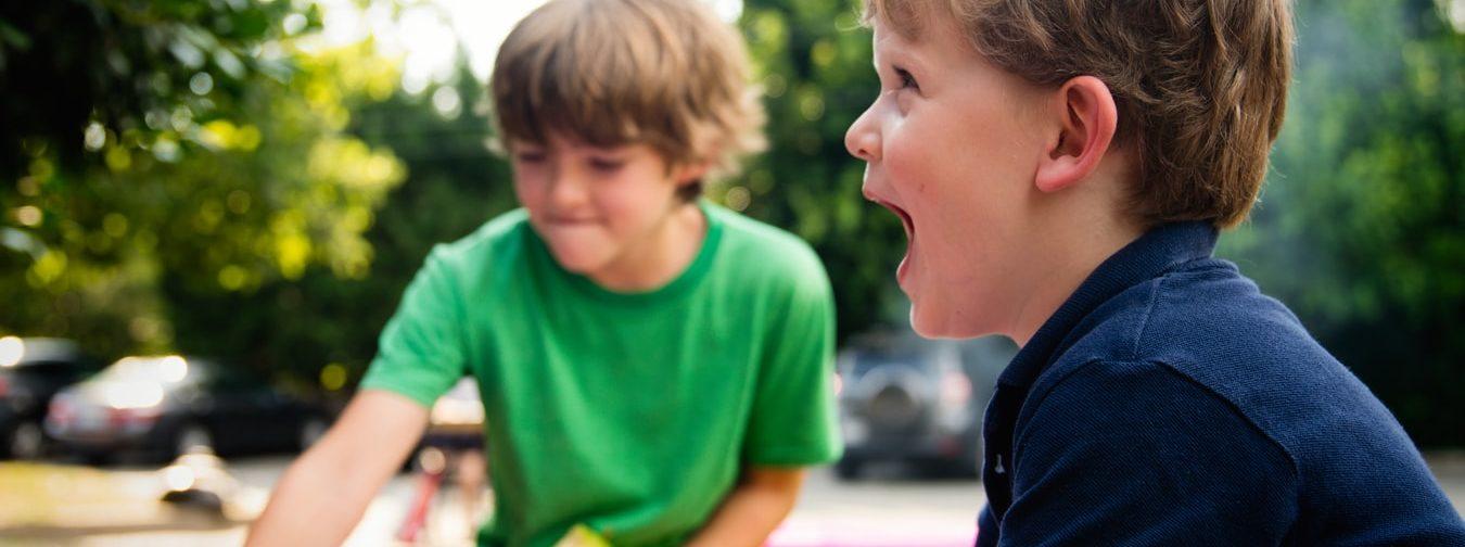 «Уберите детей от экранов и отправьте играть в сад». Чем мы занимались до появления интернета