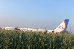 Пассажирам аварийно севшего самолета выплатят компенсации в 100 тысяч рублей