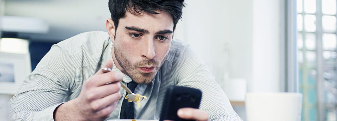 «Я потратил пять лет жизни на мобильный». Смартфоны похищают наше время – что с этим делать
