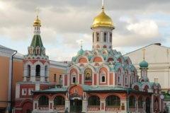 Мужчина напал с ножом на алтарника храма на Красной площади