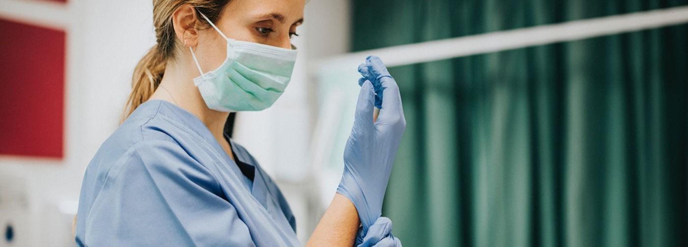 «Перчатки за свой счет, а работаем за «спасибо». Санитары, фельдшеры и медсестры – анонимно и честно о своей работе