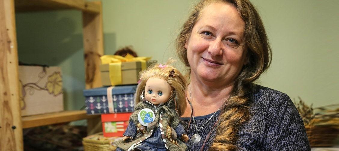 Королева барахолки: «Наша гордость – коврик из галстуков». Как магазин б/у вещей спасает детей от голода и пьяных родных