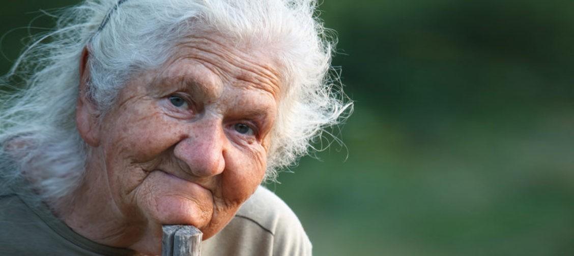 «Раньше люди жаловались, а теперь только смеются». Как пенсионная реформа изменила россиян