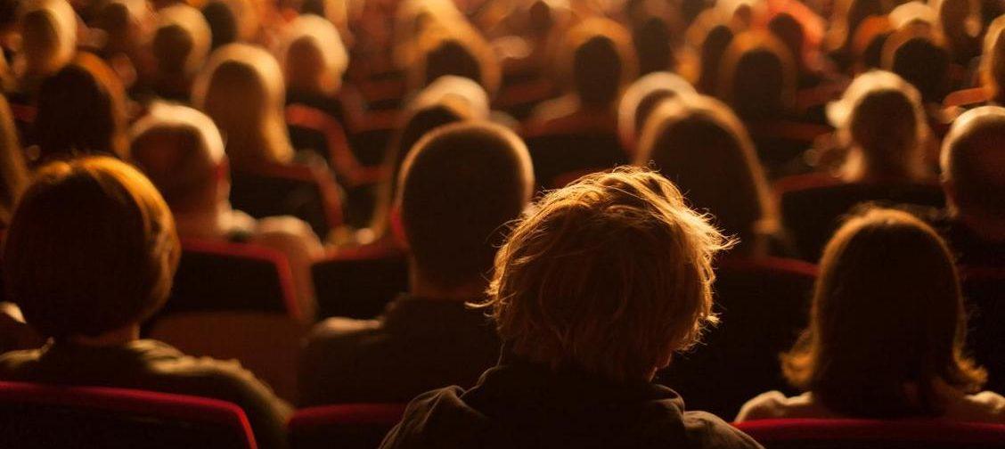 «Не просто смотрят кино, они его рассматривают». Фестиваль «Край света» и жизнь, которая не описана никем