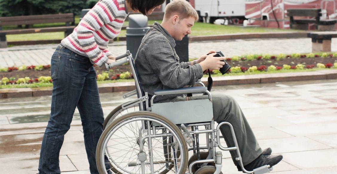 Родителям взрослых инвалидов дадут дополнительные выходные. Вроде бы хорошо - что же не так?