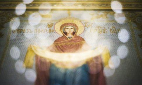 Покров Пресвятой Богородицы. И Христа кутали в пледик, обнимали и защищали – не легионы ангелов, а тоненькие девичьи ручки