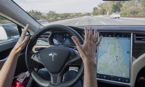 Новые автомобили будут проще, чем смартфон. Но машина на автопилоте так же опасна, как и любая другая