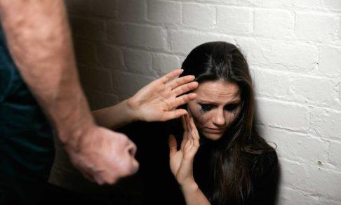«Немножко побил», а она умерла. Как расследуются дела о домашнем насилии без специального закона