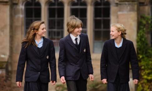 «Без оценок, учебников и ранцев». Все ли прекрасно в британской школе и с чем там приходится мириться