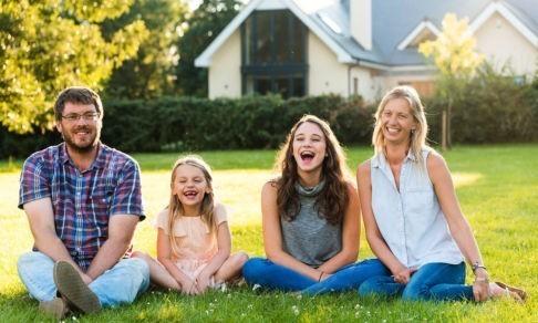 «Мы должны постоянно изображать радость». Как мечта об идеальной семье отравляет нам жизнь