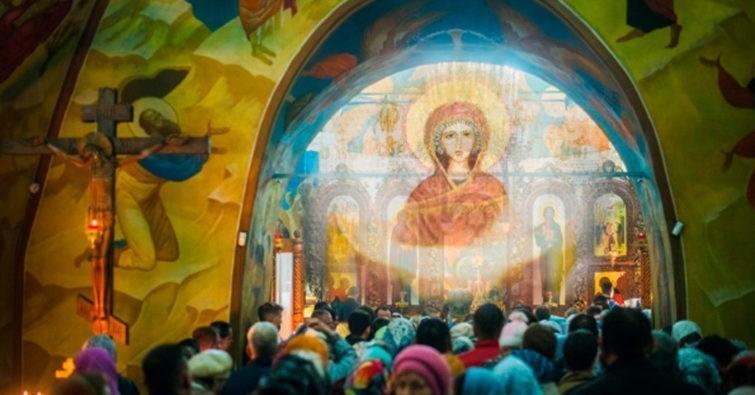 """Молитва иконе Божьей Матери """"Покров Пресвятой Богородицы"""": о защите, очень сильная, замужество"""