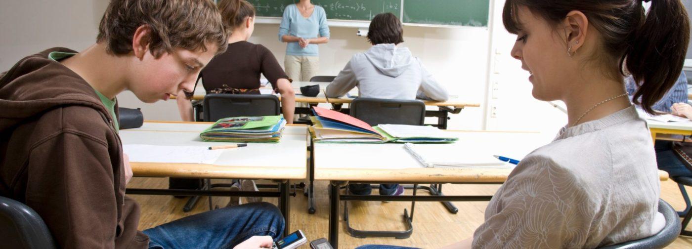 Впереди экзамены, а у вас – поток эсэмэсок: «Как дела, детка?» Чем заняться в последний школьный год