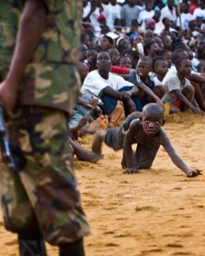 Спасение мигрантов, женщина-кадет и черный носорог. Победители и номинанты Siena International Photo Awards