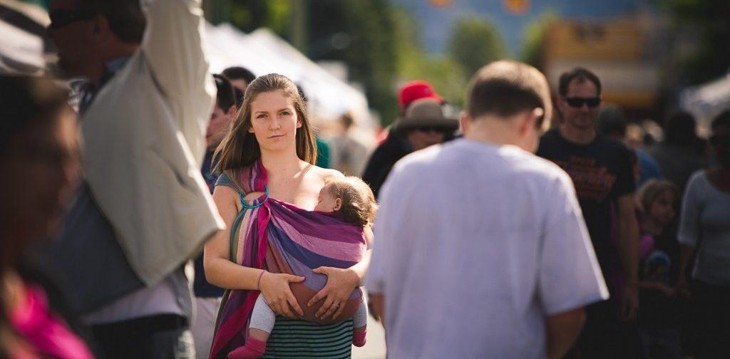 Делать замечания кормящей маме — законно? Что на самом деле нельзя в общественных местах