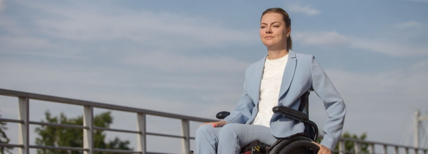 «Она будет только лежать». Как парализованная девушка стала депутатом и руководителем фитнес-клуба