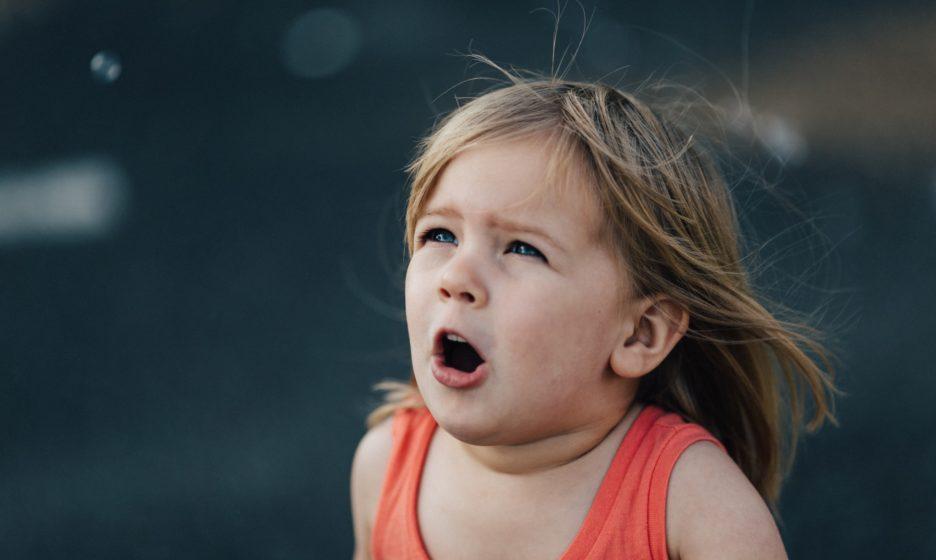 «Не кричи, а сделай глубокий вдох». Как научить ребенка управлять своими эмоциями