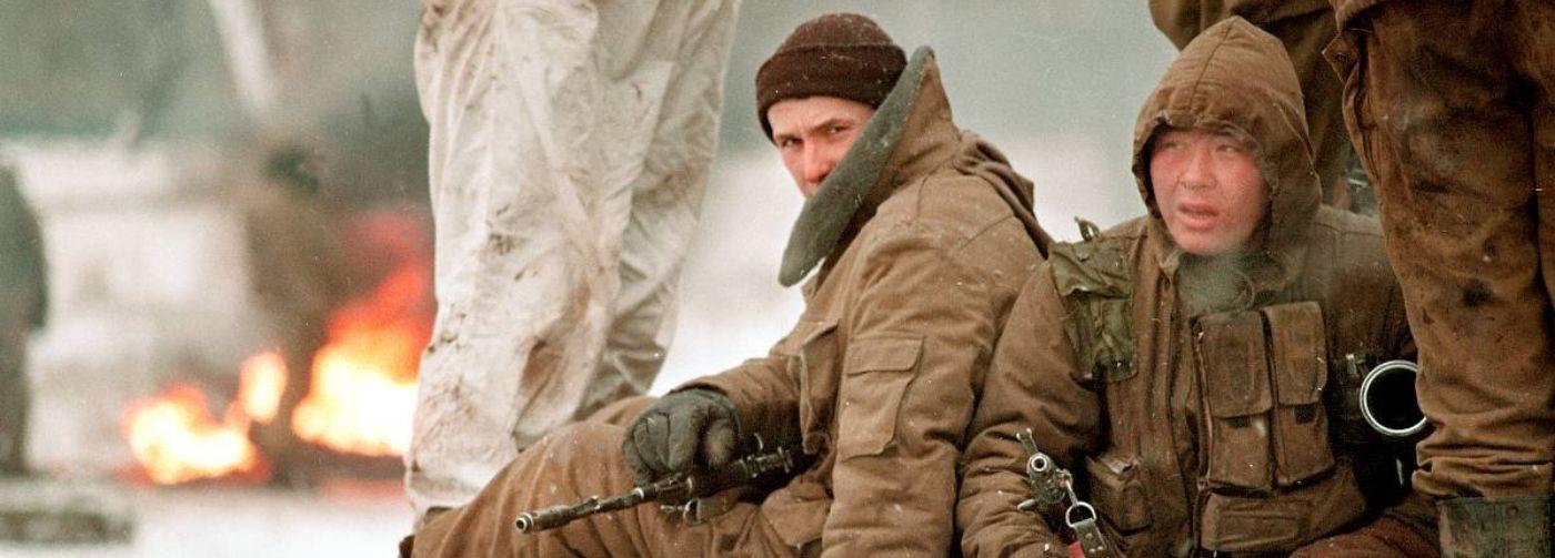 «При себе оставляли гранату и нож». Ветеран чеченской кампании и мать погибшего там сына – о возвращении к жизни