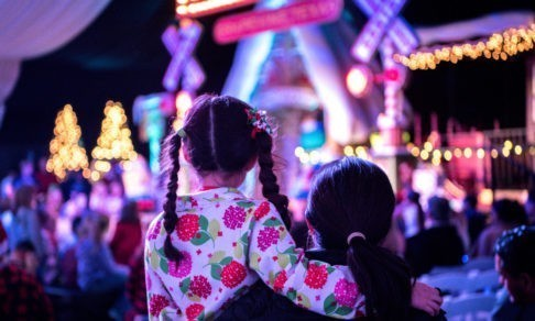 «Санта идет!» Девочка с аутизмом заговорила, увидев рождественские огни