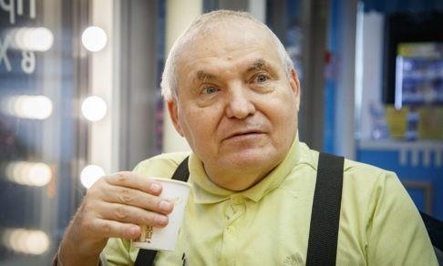 Слепоглухой профессор Суворов и его шлемофон. Изобретение, которое подарит людям музыку