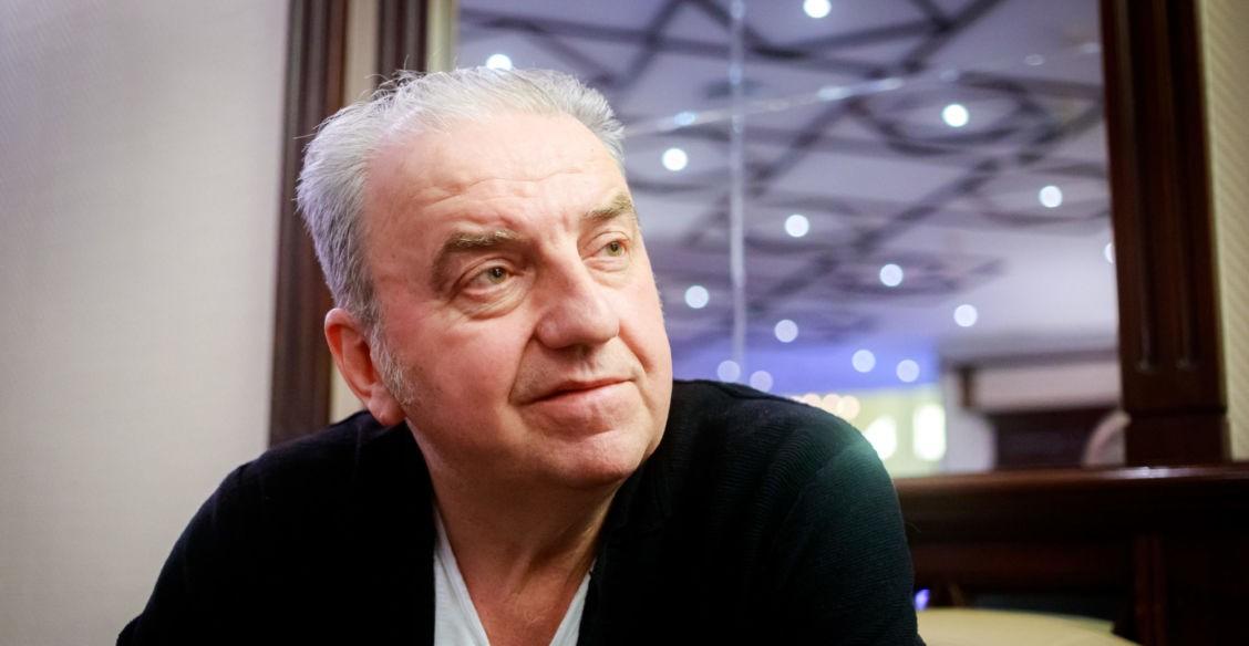 «Я трижды начинал петь – и душили слезы». Владимир Шахрин – о концерте в Чечне, одноразовом мире и настоящей элите