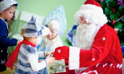 «Дарим сладкие! Нет, полезные!» Подарки в школе и саду - кому они нужны?