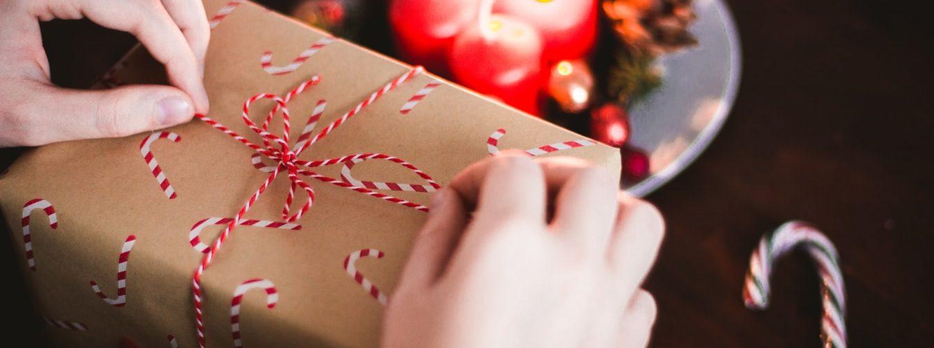 Кому помочь под Новый год? 12 возможностей подарить нужные подарки