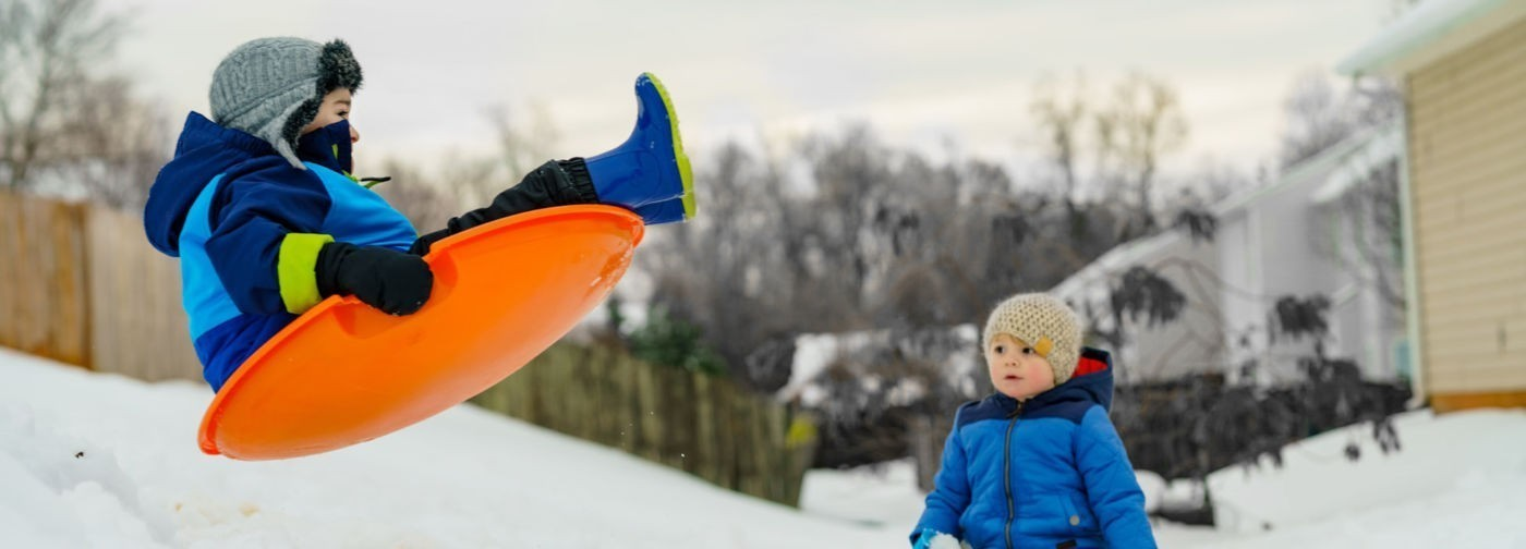 Гололед, мороз и опасные горки. Как сохранить здоровье в каникулы и помочь другим