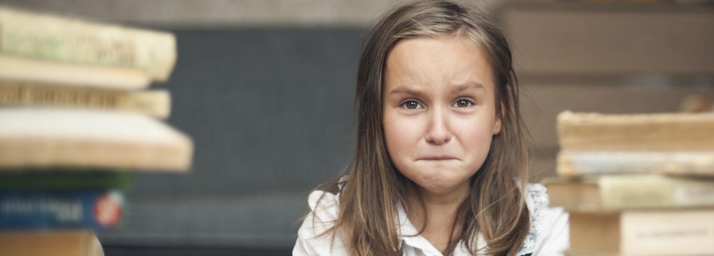 «Школа вешает на детей ярлыки с первого класса». Почему 79% российских школьников в стрессе из-за оценок