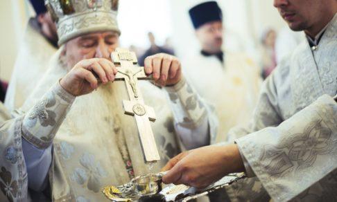 Ионы серебра, обливание кота и не ставить бутылку на землю. Суеверия о святой воде только прибавят вам грехов