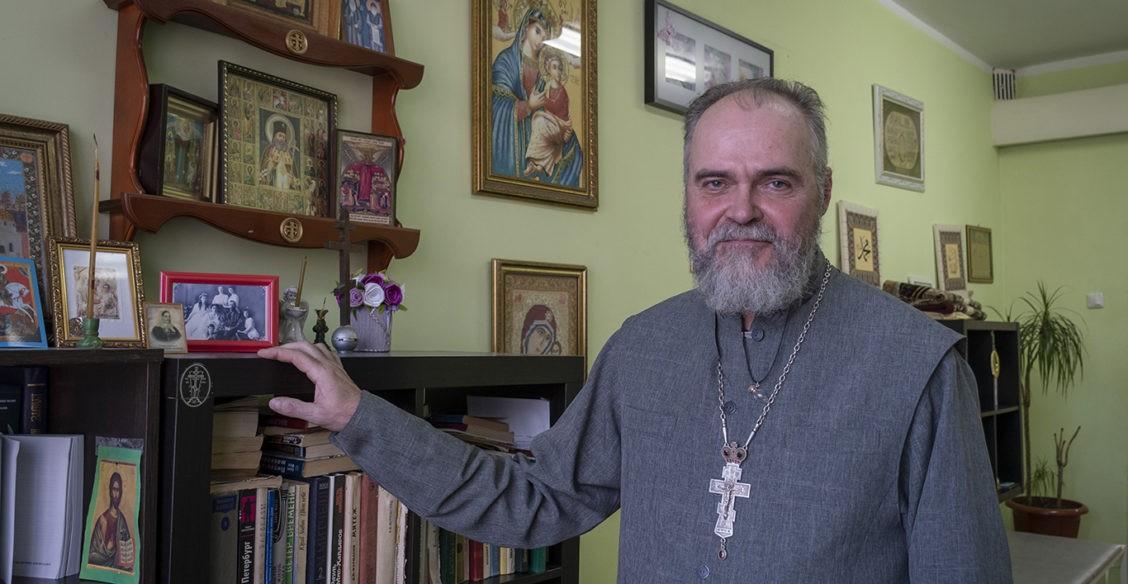 «Я готов ходить с клоунским носом, чтобы помочь людям». Священник, врач скорой и спасатель – о паллиативе в Уфе