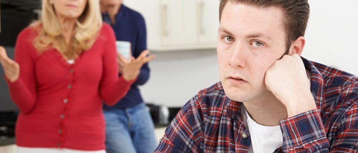 «Если ты уедешь, я не выживу». Как отделиться от родителей и сохранить хорошие отношения