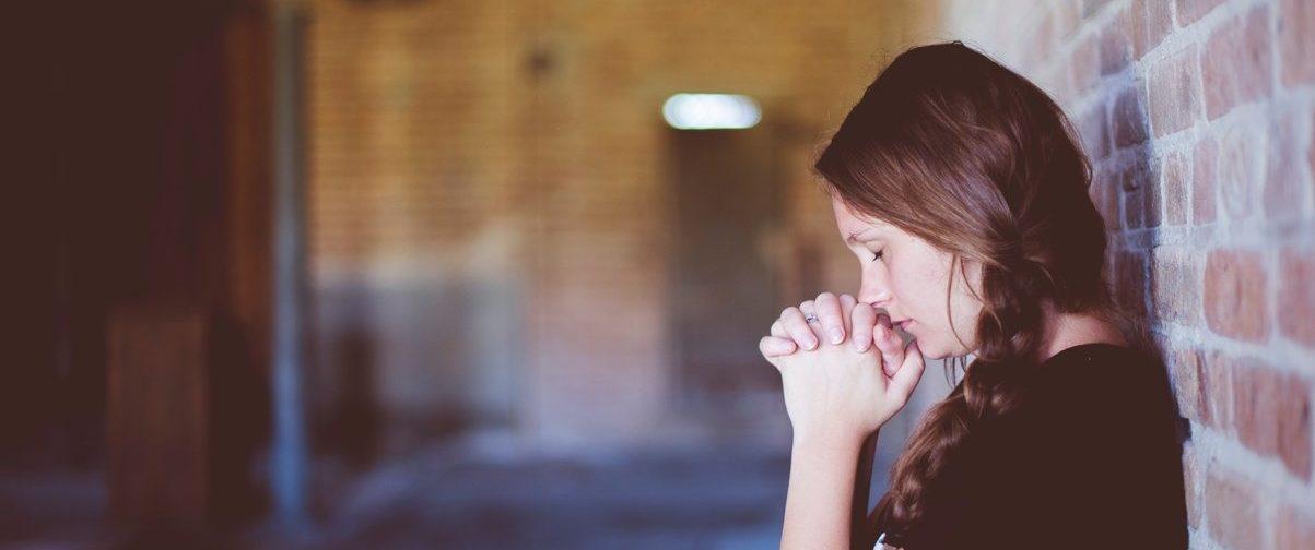 «Вычитываю акафисты – не помогают». Можно ли поругаться с Богом своими словами