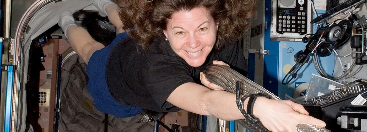 «Грязную одежду мы отправляем в космос». Астронавт — о сне в невесомости и одной шоколадке на всех