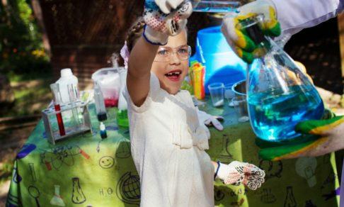 Головоломки, гирлянда Мёбиуса и химический опыт. Как провести для детей научную вечеринку на каникулах