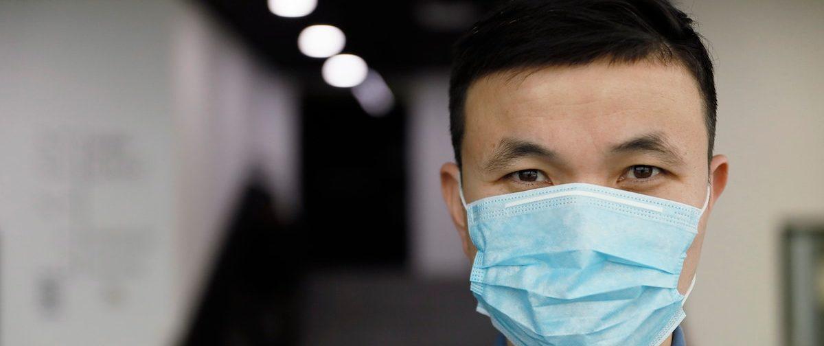 Только мытье рук не поможет обезопаситься при коронавирусе. Что еще надо делать?