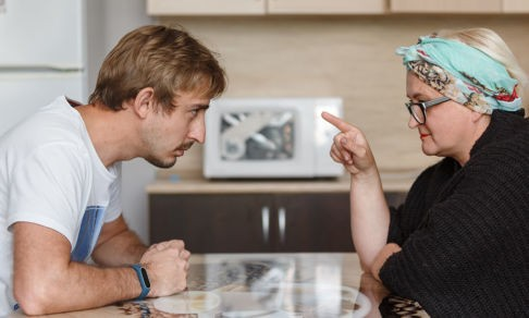 «Женился я на тебе, но бонусом шла твоя мама». Как дружно встретить Масленицу с тещей и свекровью