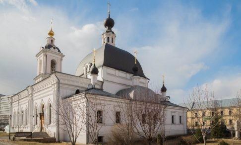 Мужчина напал на прихожан в московском храме, ранены два человека