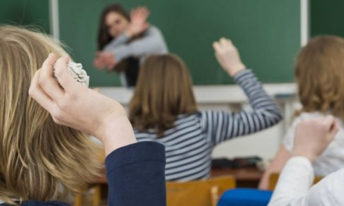 Ударил учителя – в тюрьму? Педагоги не готовы ответить, а ученики привыкли, что последствий нет